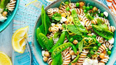 Spelt pasta with peas and ricotta