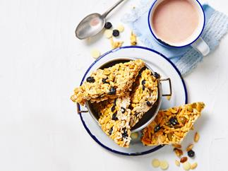 Berry and white choc muesli bars