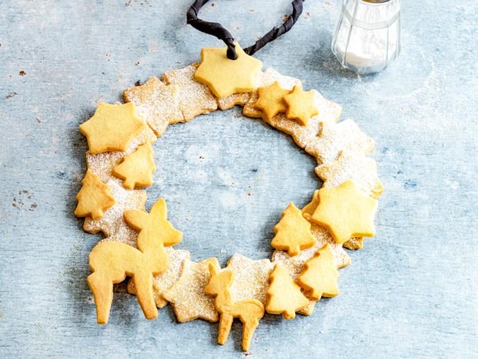 Spiced Christmas shortbread cookie wreath