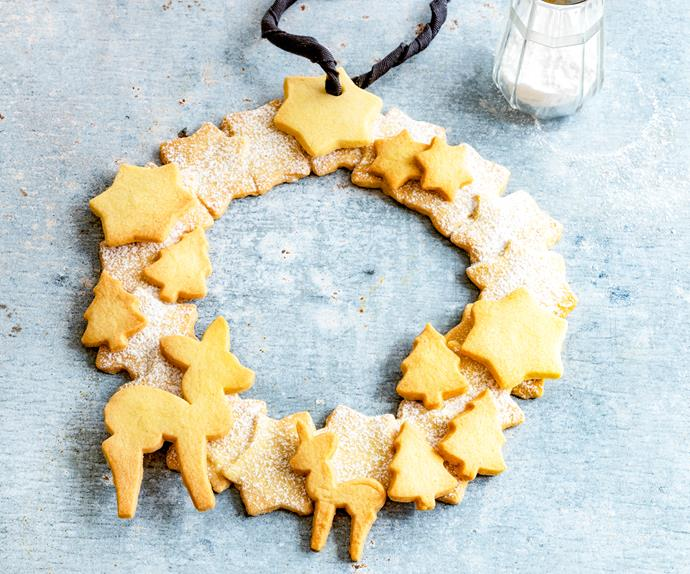 Spiced Christmas shortbread cookie wreath
