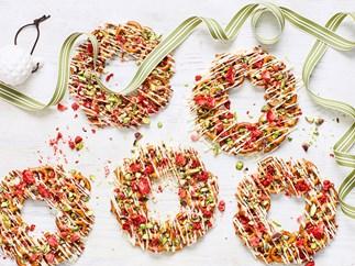 Sweet and salty pretzel wreaths