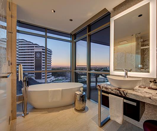 *Freestanding bath with a view*