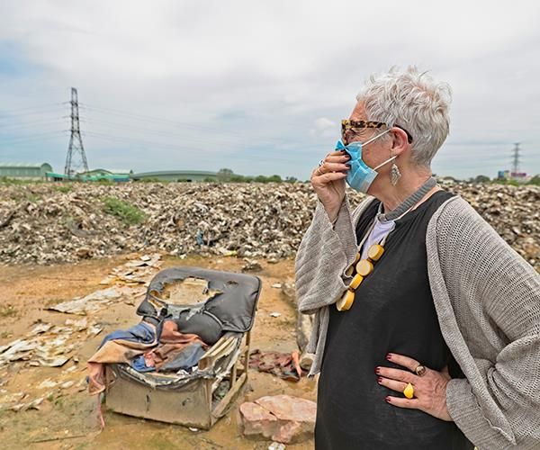 Kahn at a landfill site in Thailand. Photography: Bruno Kataoka.