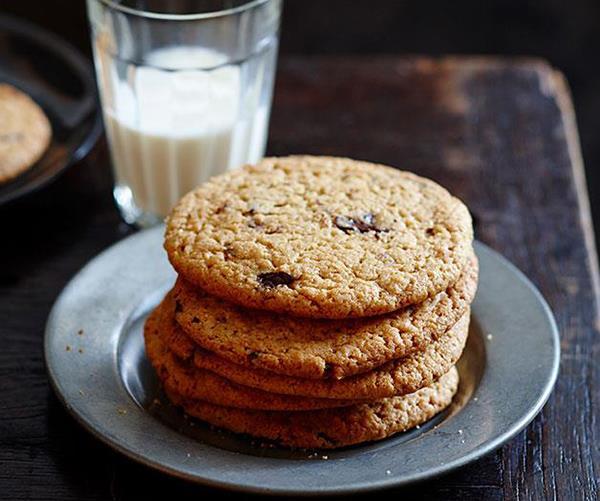 "[Warm choc-chip peanut butter cookies](https://www.gourmettraveller.com.au/recipes/fast-recipes/warm-choc-chip-peanut-butter-cookies-13498|target=""_blank"")"