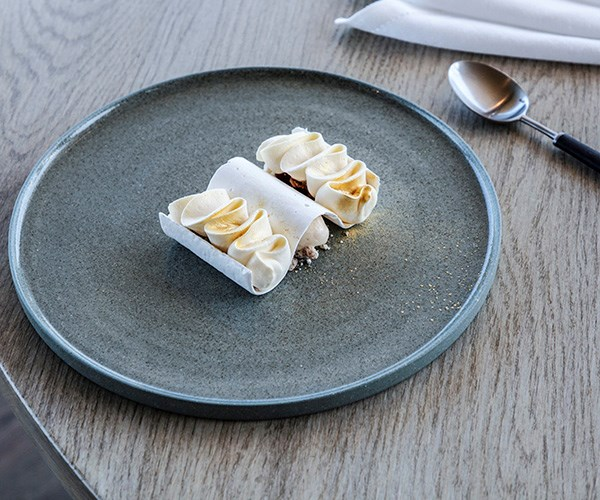 Meringue with lemon cream, figs and cumin ice-cream at Laura