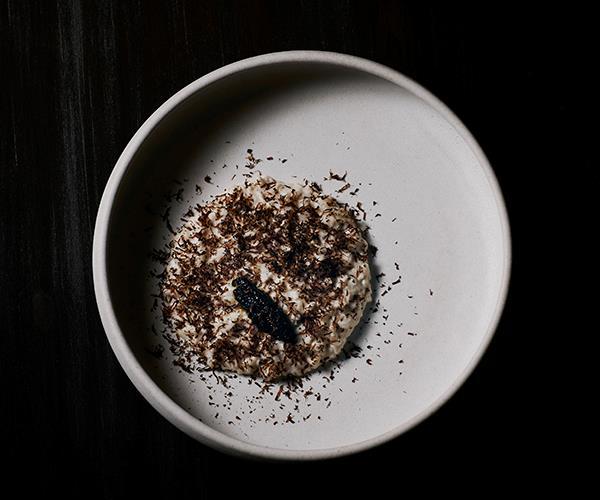 Chicken porridge, almond milk, black chestnut (photo: Kristoffer Paulsen)