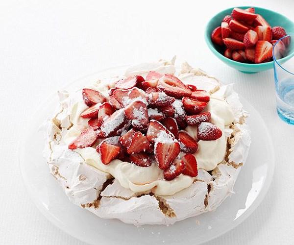 "**[Pauline Kwong's pavlova](https://www.gourmettraveller.com.au/recipes/chefs-recipes/pauline-kwongs-pavlova-7122|target=""_blank"")**"