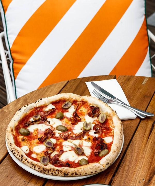 Cetty pizza with San Marzano tomato, fior di latte, green olives and pancetta