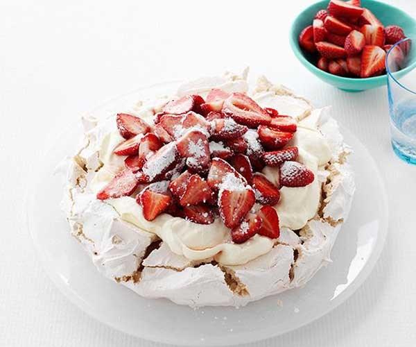 "[**Pauline Kwong's pavlova**](https://www.gourmettraveller.com.au/recipes/chefs-recipes/pauline-kwongs-pavlova-7122|target=""_blank"")"