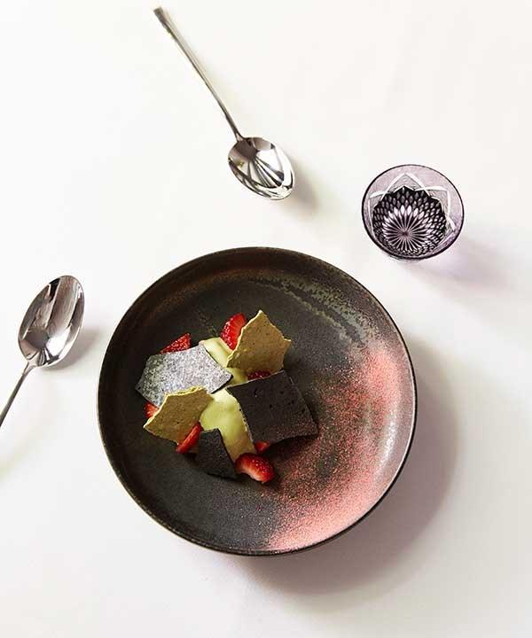 Matcha ice cream, black sesame, meringue, strawberries (Photo: Peter Tarasiuk)