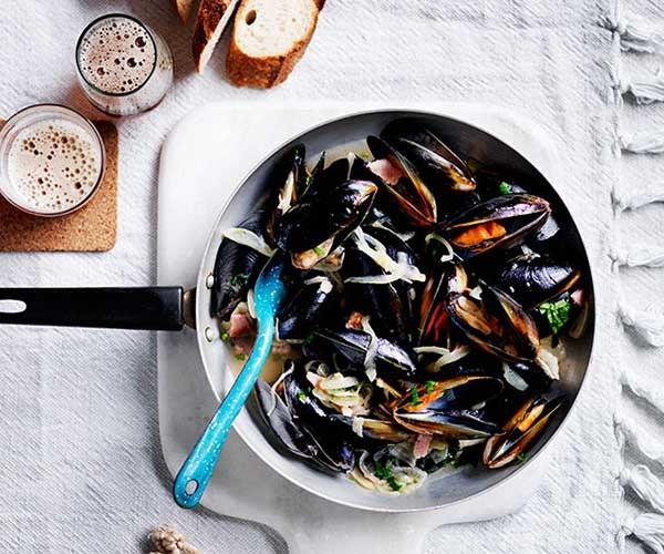 """[Mussels with beer and bacon](http://www.gourmettraveller.com.au/recipes/fast-recipes/mussels-with-beer-and-bacon-13673