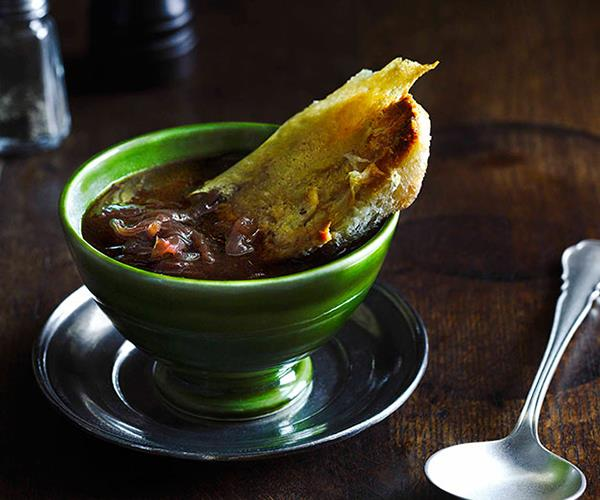 "**[Onion soup with bone marrow and parmesan croûtons](https://www.gourmettraveller.com.au/recipes/chefs-recipes/onion-soup-with-bone-marrow-and-parmesan-croutons-7589|target=""_blank"")**"