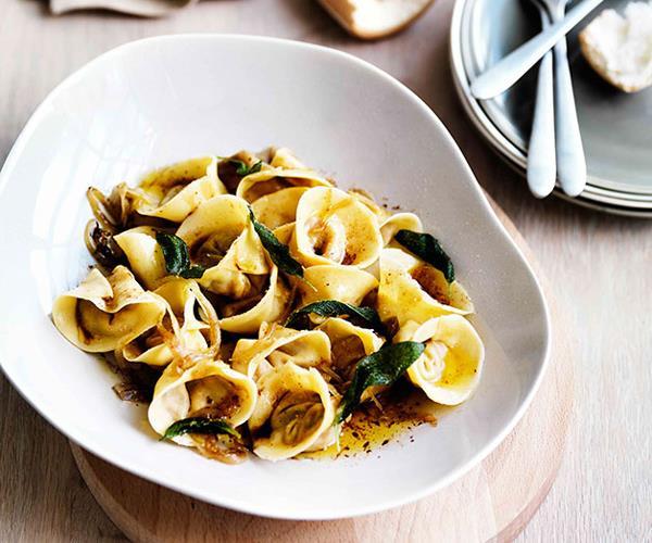 "**[Roast pumpkin tortellini with amaretti, sage and onion](https://www.gourmettraveller.com.au/recipes/browse-all/roast-pumpkin-tortellini-with-amaretti-sage-and-onion-11469|target=""_blank"")**"