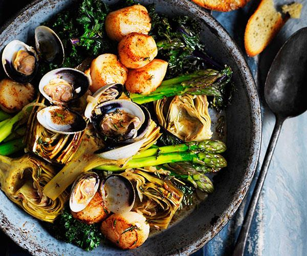 """**[Barigoule of artichoke, asparagus and kale with scallops and clams](https://www.gourmettraveller.com.au/recipes/browse-all/barigoule-of-artichoke-asparagus-and-kale-with-scallops-and-clams-11340