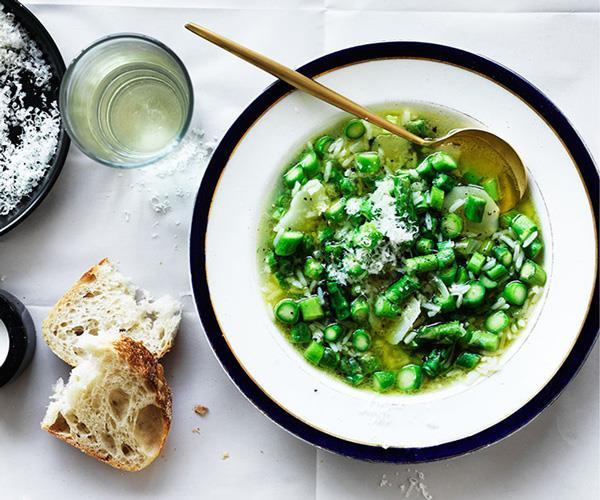 "**[Stefano de Pieri's minestra di riso e asparagi](https://www.gourmettraveller.com.au/recipes/chefs-recipes/stefano-de-pieris-minestra-di-riso-e-asparagi-8515|target=""_blank"")**"