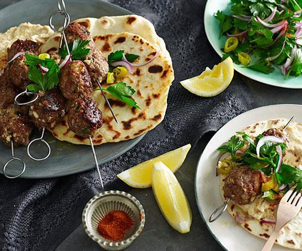 "**[Spiced lamb and pine nut köfte with yoghurt flatbread](https://www.gourmettraveller.com.au/recipes/fast-recipes/spiced-lamb-and-pine-nut-kofte-with-yoghurt-flatbread-13415|target=""_blank"")**"