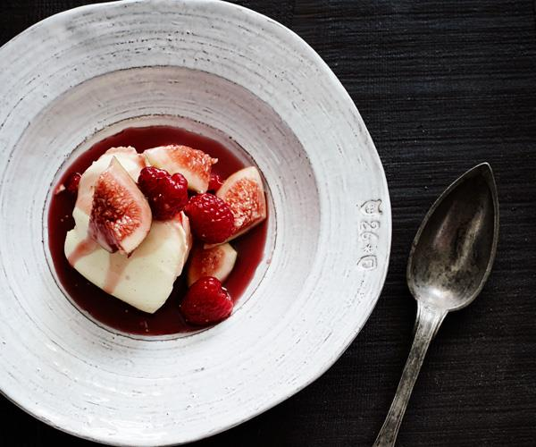 "**[Crème fraîche panna cotta with red-wine figs](https://www.gourmettraveller.com.au/recipes/browse-all/creme-fraiche-panna-cotta-with-red-wine-figs-12217|target=""_blank"")**"