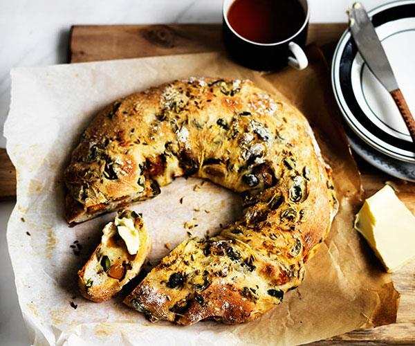 "[**Pumpkin, fennel and olive ring loaf**](https://www.gourmettraveller.com.au/recipes/browse-all/pumpkin-fennel-and-olive-ring-loaf-12325|target=""_blank"")"