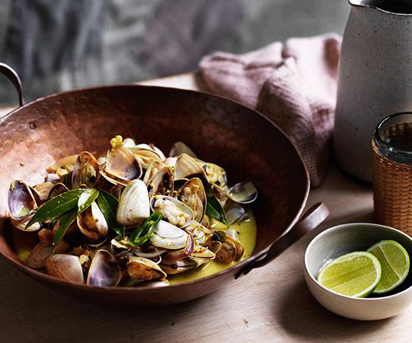 "**[O Tama Carey's pipis with bay leaves and gentle curry sauce](https://www.gourmettraveller.com.au/recipes/chefs-recipes/o-tama-careys-pipis-with-bay-leaves-and-gentle-curry-sauce-8589|target=""_blank"")**"