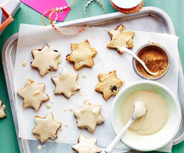 "[**Fruit shortbread stars with cinnamon-brandy glaze**](https://www.gourmettraveller.com.au/recipes/browse-all/fruit-shortbread-stars-with-cinnamon-brandy-glaze-11154|target=""_blank"")"