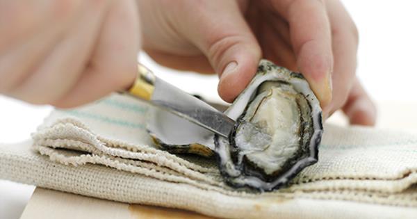 How to shuck an oyster | Gourmet Traveller