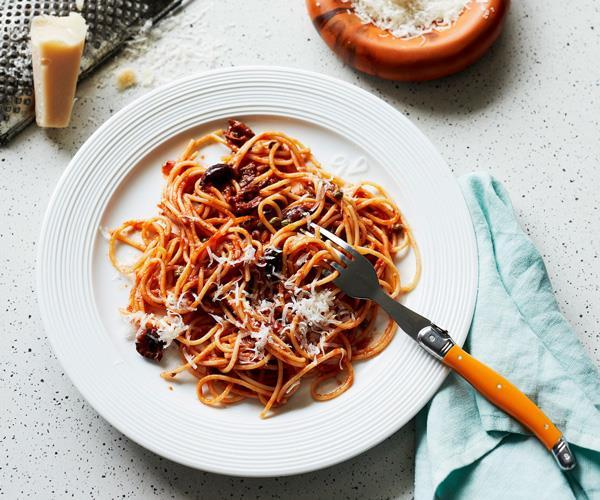 "**[Spaghetti alla puttanesca](https://www.gourmettraveller.com.au/recipes/fast-recipes/puttanesca-17248|target=""_blank""|rel=""nofollow"")**"
