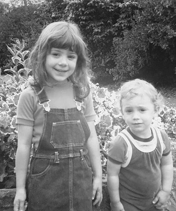 The siblings as children.
