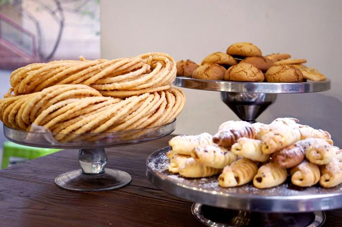 Home-made Uyghur biscuits at Momz Kitchen: sanza, serik piranik (at back) and ak piranik (at front).