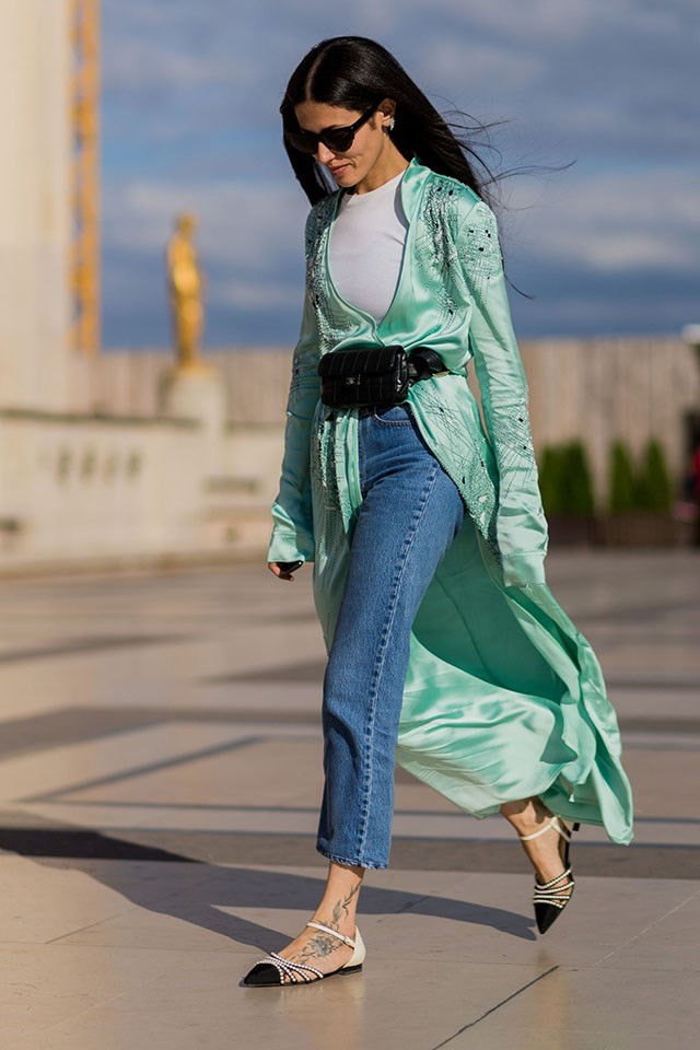 Use the beltbag as a belt to cinch in billowing kimonos.