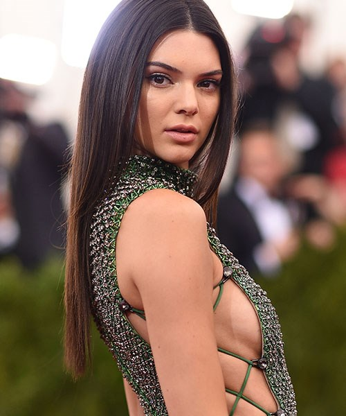 "**Kendall Jenner applies eye masks to her neck and chest**: Why didn't we think of this! In a recent post on her app, Kendall Jenner revealed the secret to her glow-y red carpet complexion: Estée Lauder's Concentrated Recovery Eye Mask. ""[It's] one of the easiest ways to fake a full night's sleep."" What's interesting is that Kendall massages any extra product into her neck and chest area. Seeing as eye masks contain particularly potent serums, it makes sense to use it on the décolletage."