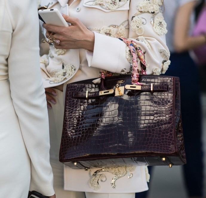 **An empty Birkin can weigh one kilo.** <br><br> It might not seem like a lot, but when you throw in a phone, wallet, keys, and a makeup bag, it adds up!