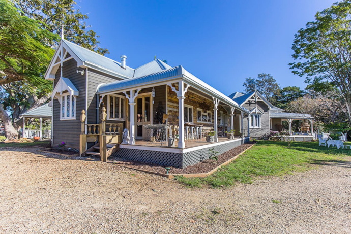 **[Tooraloo Farm Estate](https://www.airbnb.com.au/rooms/18418075), Ewingsdale, NSW, Australia** <br> <br> **From $1,200 a night, sleeps 14** <br> <br> This heavenly farm estate is set six kilometers from Byron Bay's beaches.  There are lots of communal areas ideal for a casual outdoor wedding, including a pool and a BBQ spot complete with a fire pit.