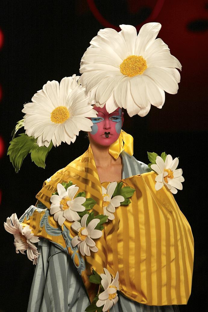 Christian Dior, Paris (fashion house); Stephen Jones (milliner) Headdress 2003, spring−summer 2003. Dior Heritage collection, Paris. Photo © Guy Marineau.
