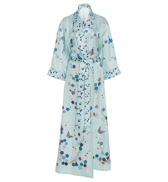 Silk robe, $1,995, M'O x De Gournay at [Moda Opernadi](https://www.modaoperandi.com/moda-operandi-x-de-gournay-gifting17/printed-silk-robe?color=blue&material=100%25+Silk) <br><br> Perfect your getting-ready shot in this opulent floral robe.