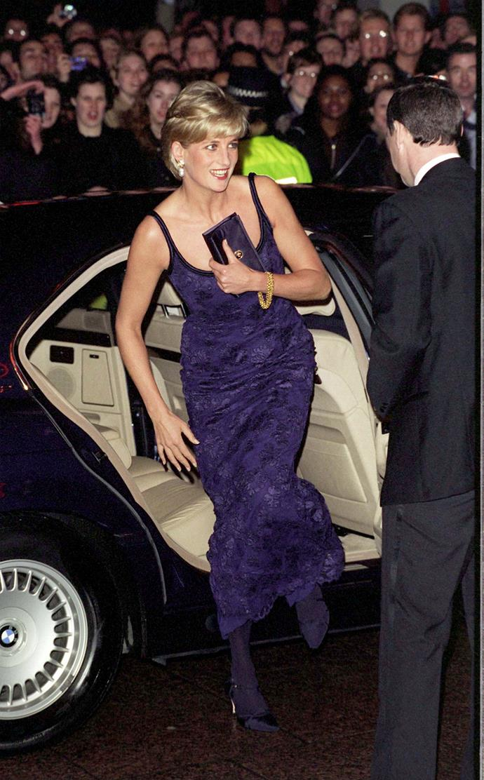 **She had 'cleavage bags' to outsmart cheeky photographers**<br><br> In order to stop photographers taking photos down the front of her dress while she was exiting vehicles, Diana carried small bags and clutches, which she held against her chest when she got out of the car.