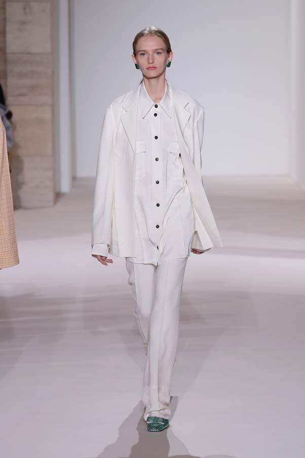 **White suits**   Victoria Beckham spring summer '18