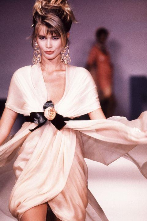 **CLAUDIA SCHIFFER** <BR><BR> Chanel Couture spring '89