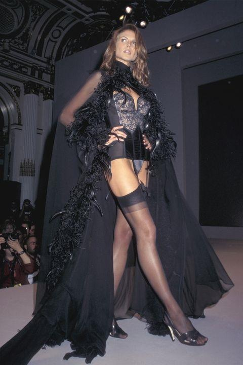 **HEIDI KLUM** <BR><BR> Victoria's Secret Fashion Show '97
