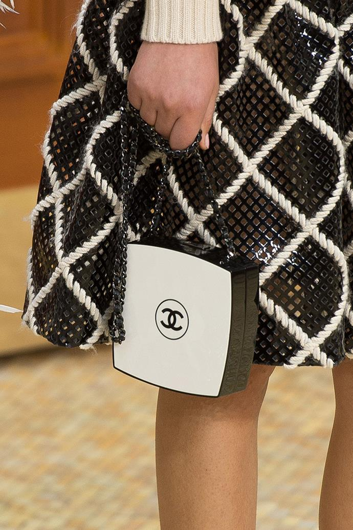 **Chanel autumn winter '15/16** <br><br> Compact bag.
