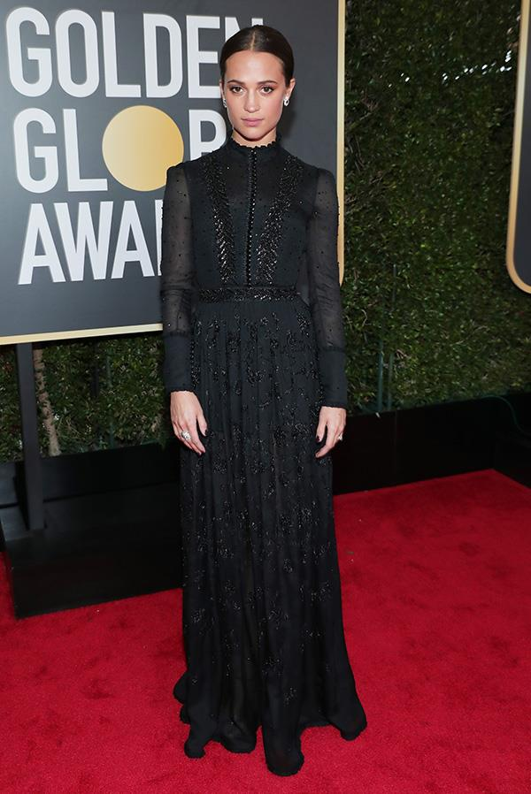 Alicia Vikander in Louis Vuitton at the 2018 Golden Globes.