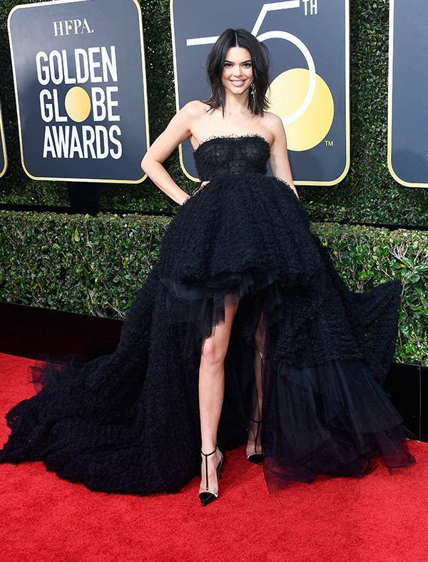 Kendall Jenner in Giambattista Valli at the 2018 Golden Globes.