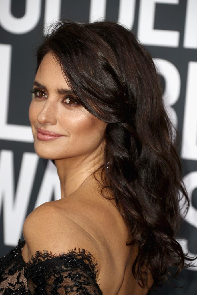 **Penelope Cruz** <br><br> Cruz's look was made up of a subtle contour, brown smokey eye and tousled curls.