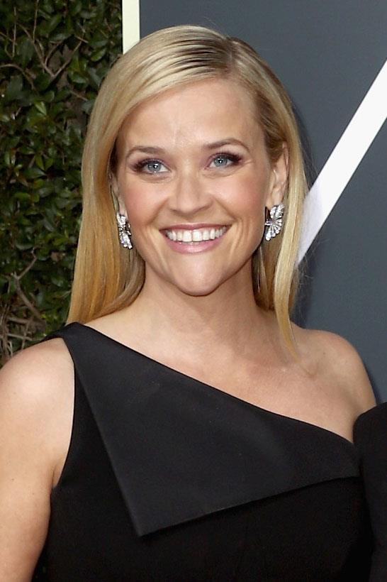 **Reese Witherspoon** <br><br> The *Big Little Lies* actress chose to wear a dusty pink smokey and a lip colour to match.