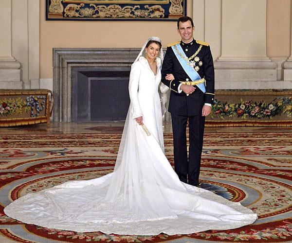"**Queen Letizia, 2004**  Married: Prince Felipe of Spain  Designer: Manuel Pertegaz  Estimated Cost: [$8 million](https://www.arabiaweddings.com/tips/fashion/5-most-expensive-wedding-dresses-world|target=""_blank""
