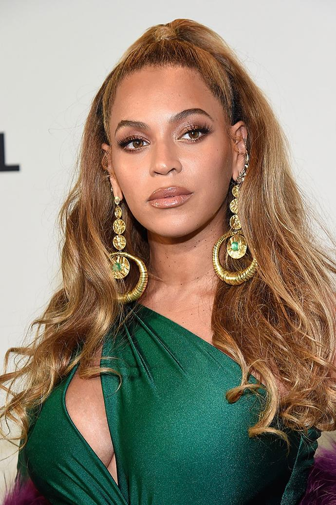"""**Beyoncé** <br><br> It comes to no surprise that Beyoncé started playing with her mother's makeup at the age of six. The singer's makeup artist, Sir John, told [*People*](http://people.com/bodies/beyonce-makeup-and-haircare/