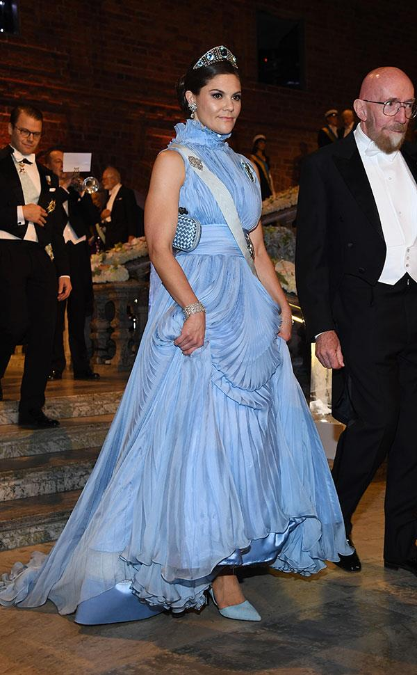 Wearing a cornflower blue ballgown by Jennifer Blom, complete with a matching Bottega Veneta cluth, at the Nobel Prize Ceremony in Stockholm on December 10, 2017.