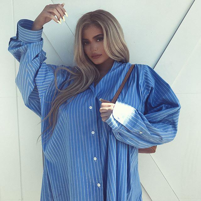 She continued to opt for oversized shirts for her Instagram posts.