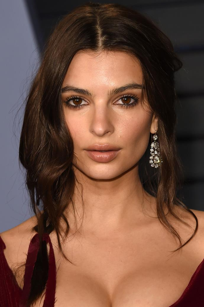 """**Emily Ratajkowski** <br><br> While in-transit, Emily Ratajkowski favours a leave-on face mask so she can enjoy hydrated skin without even leaving her plane seat. """"If it's a long flight, I'll wash my face before sleeping and put on Sisley Express Flower Gel,"""" the model told [*NY Times*](https://www.nytimes.com/2015/08/20/fashion/emily-ratajkowski-on-her-beauty-regiment-and-why-she-doesnt-use-a-trainer.html target=""""_blank"""" rel=""""nofollow""""). """"It's a mask that you don't have to wash off. It's perfect for the plane."""""""