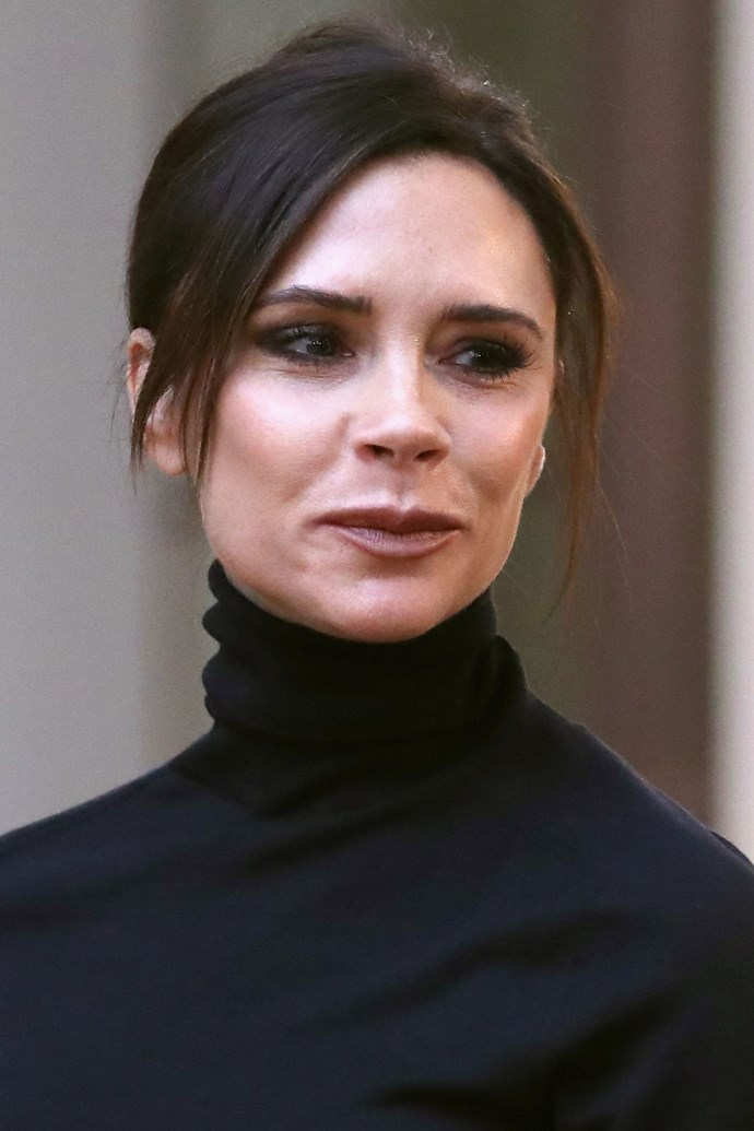 """**Victoria Beckham** <br><br> To keep her skin feeling smooth and plump inflight, Beckham lathers on her go-to serum. """"When I'm traveling, I make sure to take off my makeup, cleanse my face, and then cover myself in the Sarah Chapman Stem Cell Collagen Activator Duo,"""" Beckham told [*Into The Gloss*](https://intothegloss.com/2017/10/victoria-beckham-beauty-routine/