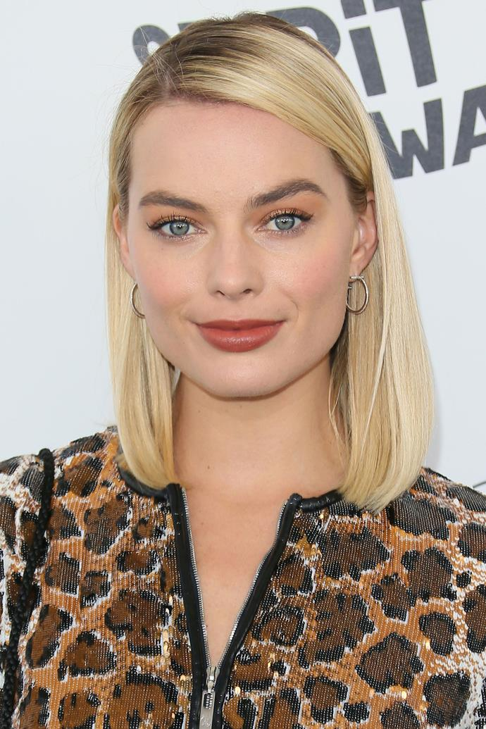 Margot kept her look sweet with her smooth, side-parted 'do.